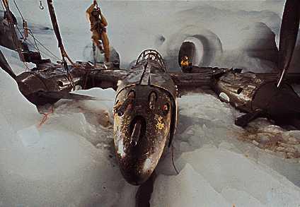 Un caza P-38 hallado bajo 75 metros de hielo