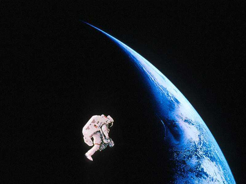 Astronauta Flotando En El Espacio Exterior: Y Qué Pasa Si Un Astronauta Se Va Flotando Por El Espacio?