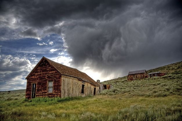 800px-bodie_ghost_town_storm