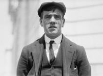 Frederick Fleet el vigía que divisó por primera vez el iceberg desde la cofa del mástil proel del Titanic