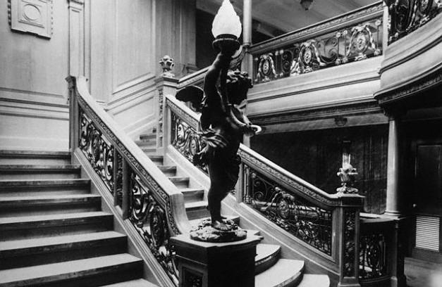 La famosa escalera principal de 1ª clase